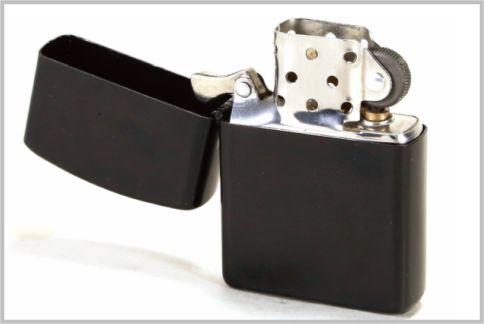 隠し撮りできるオイルライター型ビデオカメラ