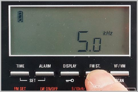 ソニーのラジオを超えたPL-880のディスプレイ