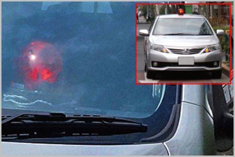 覆面パトカーの見分け方は追い抜くクルマの車内