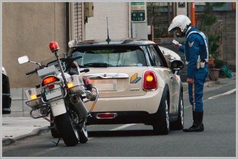 交通違反見逃しは素直にサインさせるテクニック