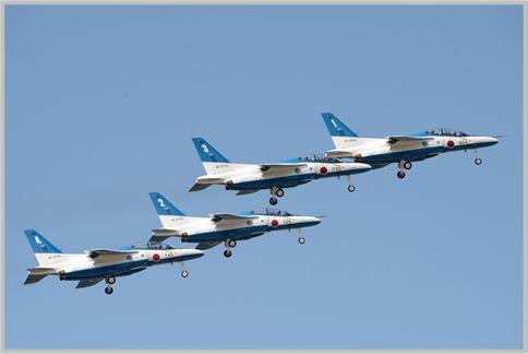 ブルーインパルス航空ショーの演技