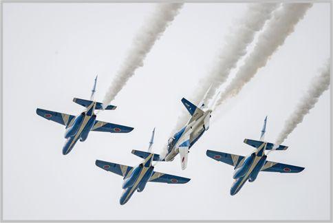 自衛隊の航空ショー!ブルーインパルスの演技