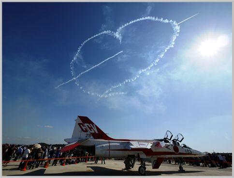 自衛隊の航空ショーならではの迫力