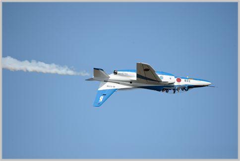 ブルーインパルス画像でアクロバット飛行を解説