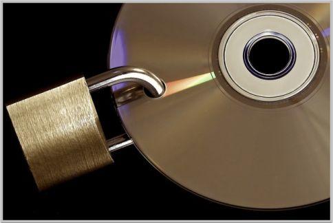 ランサムウェアで勝手にファイルが暗号化される