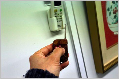 小型カメラはエアコンリモコン型が自然な高さ