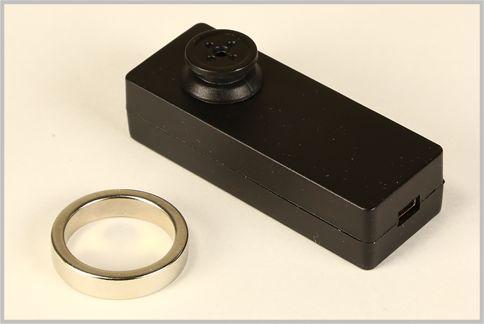 スパイカメラはボタン型なら全く気づかれない