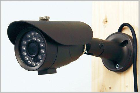 防犯カメラを設置して日中と夜間の映像を検証