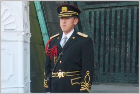 皇宮警察は制服も異なる完全に独立した部隊