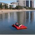 サバイバルグッズの決定版!水に浮く布団&枕