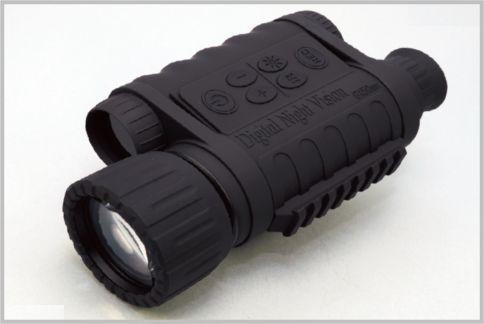 暗視スコープは350m先まで赤外線を照射できる