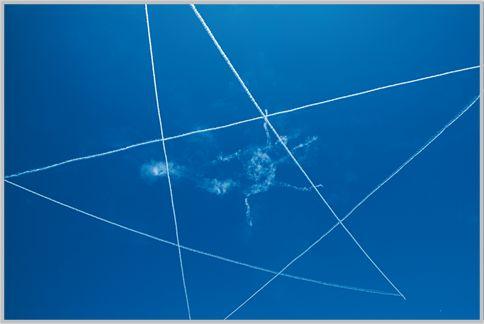 T-4が5機で描く星マークは超広角でも収まらない