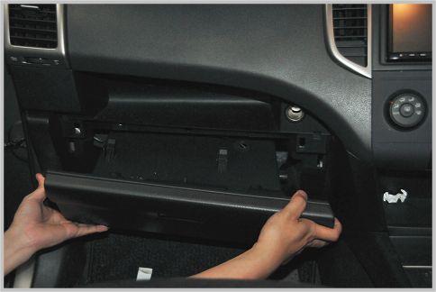 車の消臭は芳香剤より換気と拭き掃除が効果的