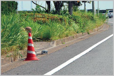 ネズミ捕りは路肩にパイロンを見つけたら要注意