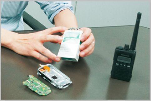 デジタル簡易無線登録局の専用ボディで小型化