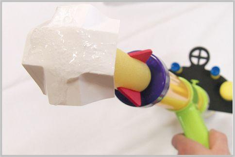 害虫駆除に児童向けオモチャをロケット弾に改造
