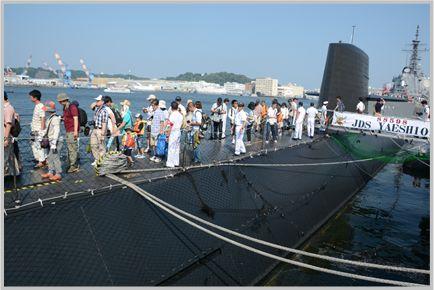 海上自衛隊イベントで潜水艦の甲板を歩いてみる