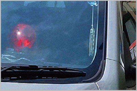 覆面パトカーが車内に赤色灯を置くのは駐禁対策