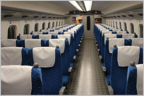 新幹線の座席はB席のシート幅が2cm広かった