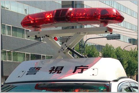 昇降装置なしのパトカーは速度取り締まりに注意