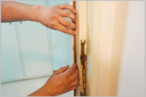 隙間テープでドアからの冷気をシャットアウト