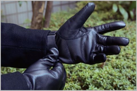 メンズ手袋は防寒性と実用性のフライトグローブ