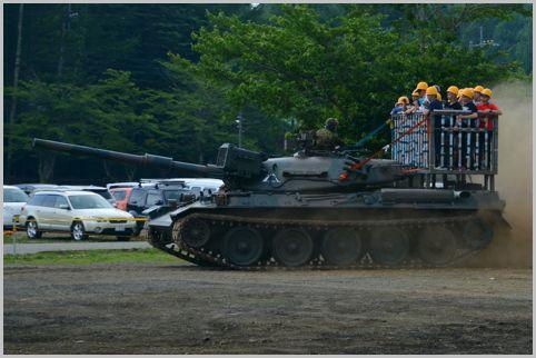 戦車に体験試乗できるイベントが4月23日に開催