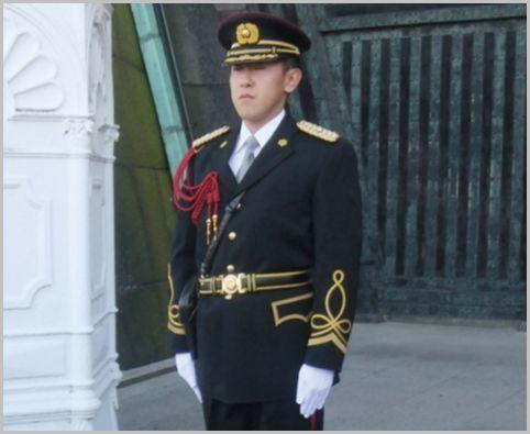 制服が異なる皇宮警察はパトカーや白バイも配備