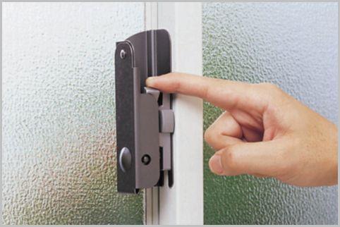 窓のクレセント錠は空き巣対策にならない理由