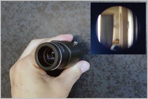 探偵がドアスコープから部屋の中を覗く理由とは