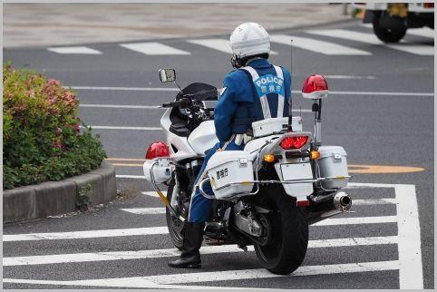 白バイが待機する「違反者が出やすい信号」とは