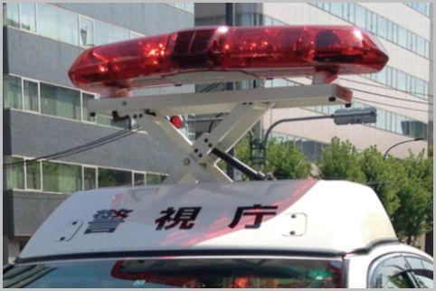 パトカーの赤色灯の下の箱には何が入っている?