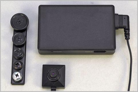 ネジやボタンのレンズカバー付きのスパイカメラ