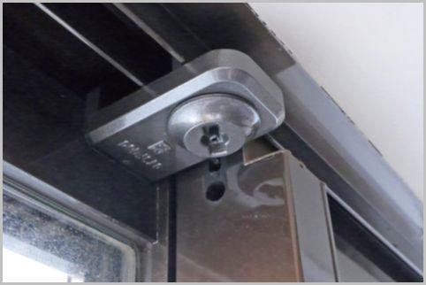 空き巣対策の窓の補助錠は上部に付けるのが正解