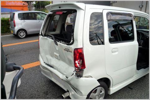 事故車を見分けるポイントはトランク床下のシワ
