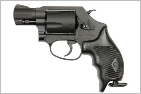 警察官の拳銃は5連発の「SAKURA」が現行モデル