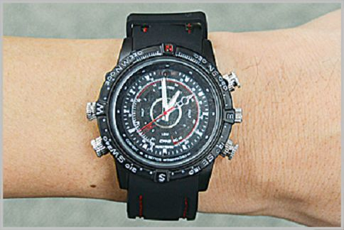 スパイカメラの定番は腕時計に擬装