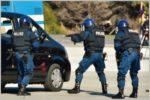 短機関銃まで装備している警察の特殊部隊とは?