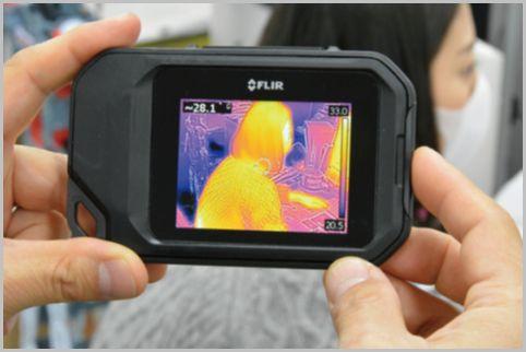 胸ポケットに収まるスマホサイズの赤外線カメラ