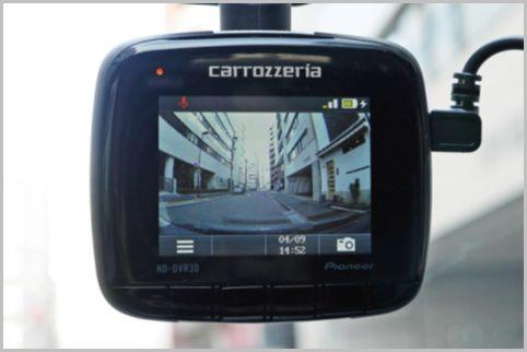 内蔵充電池で駐車監視もする前後録画のドラレコ