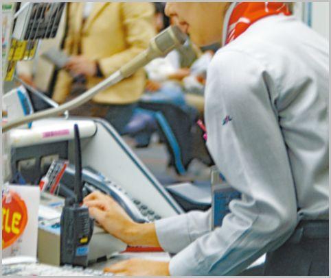 空港グランドスタッフの無線機で交わされる会話