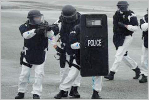 警察の特殊部隊「SAT」には軍レベルの装備品