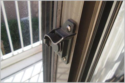 窓のクレセント錠を「カギ」と思うのは大間違い