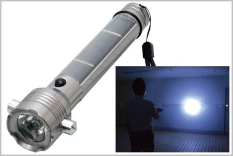 ソーラー給電で電池が不要の多機能LEDライト