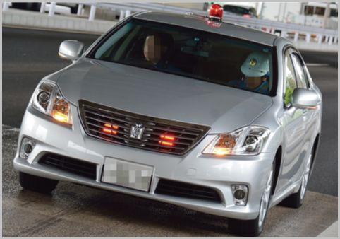 高速で取締り中の覆面パトカー内はどんな様子?