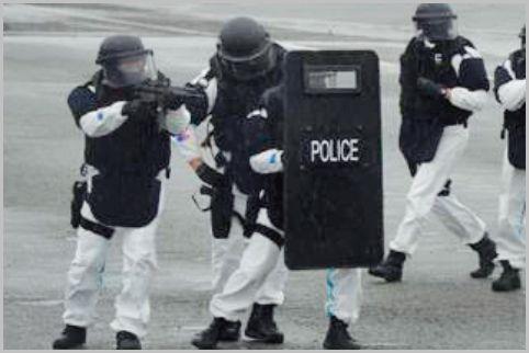 警察の特殊部隊「SAT」の主力銃器は短機関銃