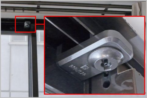 空き巣対策の窓の補助錠は下より「上」が効果的