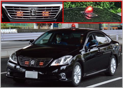 交通違反を取締る覆面パトカーの外観的特徴は?
