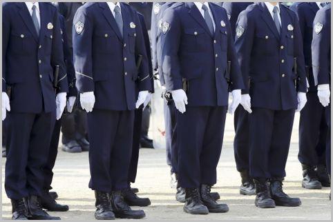 気になる警察官の制服1着のお値段はどのくらい?