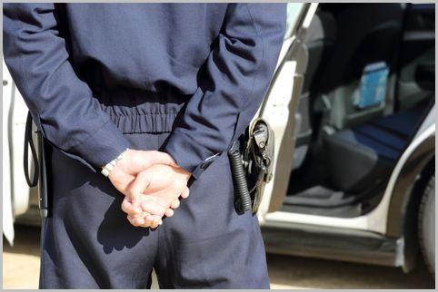 冬服も合服もある警察官の「活動服」の値段は?